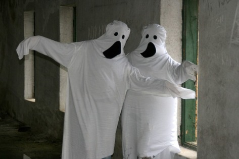 Two kinky ghosts hook up in a seedy motel room after the party.